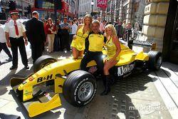 Michelle Clack, Eddie Jordan, Leah Newman annoncent les pilotes et l'ordre de passage pour le