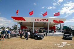 Le stand de merchandising de Toyota au Goodwood Festival of Speed