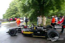 Cristiano da Matta pilote sa Lola Toyota B2/200 Champ Car de 2002 de l'équipe Newman/Haas