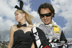 Laurent Aiello en charmante compagnie