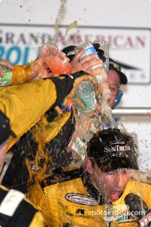 Podium : douche de champagne pour Max Angelelli