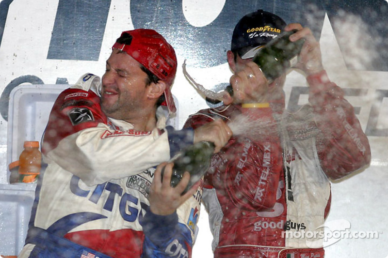 Podium: champagne for Tony Stewart and Max Papis