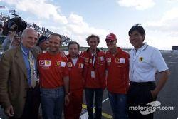 Gérard Saillant, Rubens Barrichello, Jean Todt, Michael Schumacher, und Ärzte