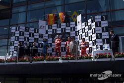 Podio: ganador de la carrera Michael Schumacher, segundo lugar Fernando Alonso y tercer lugar Rubens