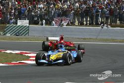 Fernando Alonso, Renault R24; Michael Schumacher, Ferrari F2004