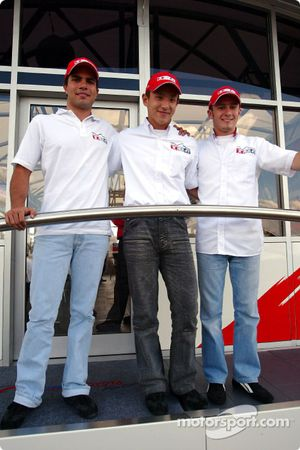 Les pilotes Toyota en F3 Roberto Streit, Katsuyuki Hiranaka et Franck Perera