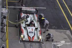 Arrêt aux stands pour l'Audi R8 n°5 d'Audi Sport Japan Team Goh (Seiji Ara, Rinaldo Capello)