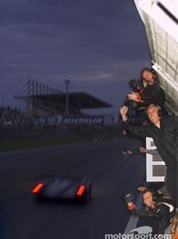 Audi Sport UK Team Veloqx fête la victoire