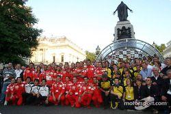 Ferrari, Honda and Jordan team members pose
