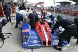 Arrêt aux stands pour la Lola Judd n°27 de l'Intersport Racing (Jon Field, Duncan Dayton, Larry Connor)