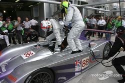 Changement de pilotes pour l'Audi R8 n°88 d'Audi Sport UK Team Veloqx (Jamie Davies, Johnny Herbert, Guy Smith)