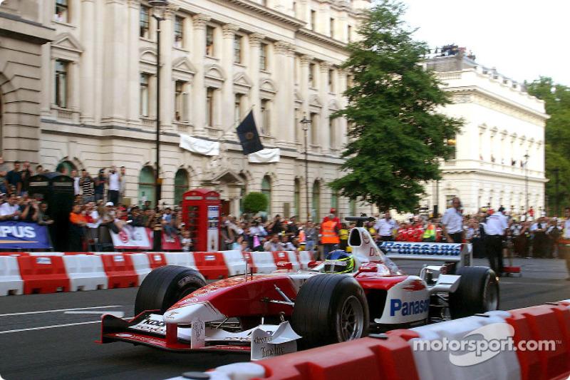 Cristiano da Matta en acción durante el F1 Parade