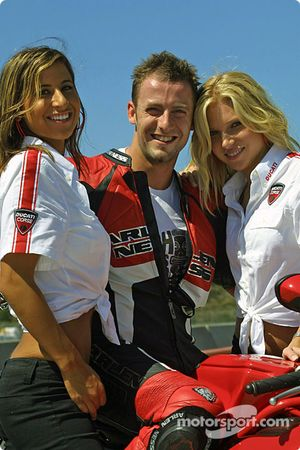 Промо-девушки Ducati