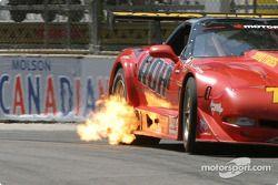 Des flames sur la voiture de Joey Scarallo