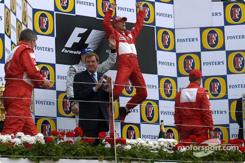 Podyum: Yarış galibi Michael Schumacher ve Kimi Raikkonen ve Rubens Barrichello