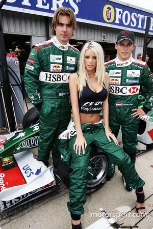Emma B., Bjorn Wirdheim y Christian Klien frente el R5 de Jaguar para promover el nuevo juego de Pla