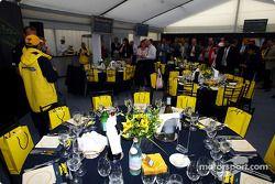 Giorgio Pantano y Nick Heidfeld en el Jordan VIP Club