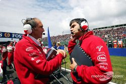 Olivier Panis's race engineer Humphrey Corbett consults with Chief Race Engineer Dieter Gass on the