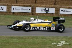 René Arnoux dans une Renault de 1982