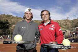 Carlos Sainz juega al tenis con el tenista David Nalbandian