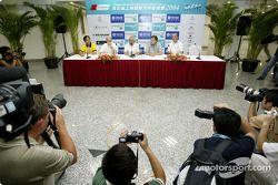 Pressekonferenz: Soeda Koji von Dunlop China; Opel-Sportchef Volker Strycek; ITR-Boss Hans Werner Au