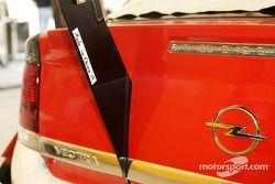 Schriftzug am Opel von Timo Scheider