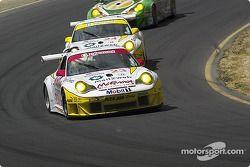 Les Porsche 911 GT3 RSR n°23 et n°24 du Alex Job Racing (Timo Bernhard, Jorg Bergmeister, Romain Dum