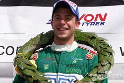 Podium : le vainqueur de la course Ernesto Viso