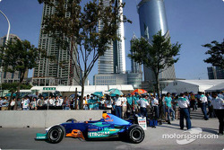 La Sauber avant les tours de démonstration pour promouvoir le GP de Chine
