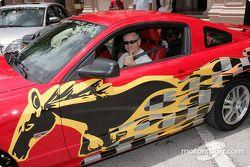 Mark Martin dans une Ford Mustang GT 2005 spéciale, le Pace Car officiel du Ford championship weeken