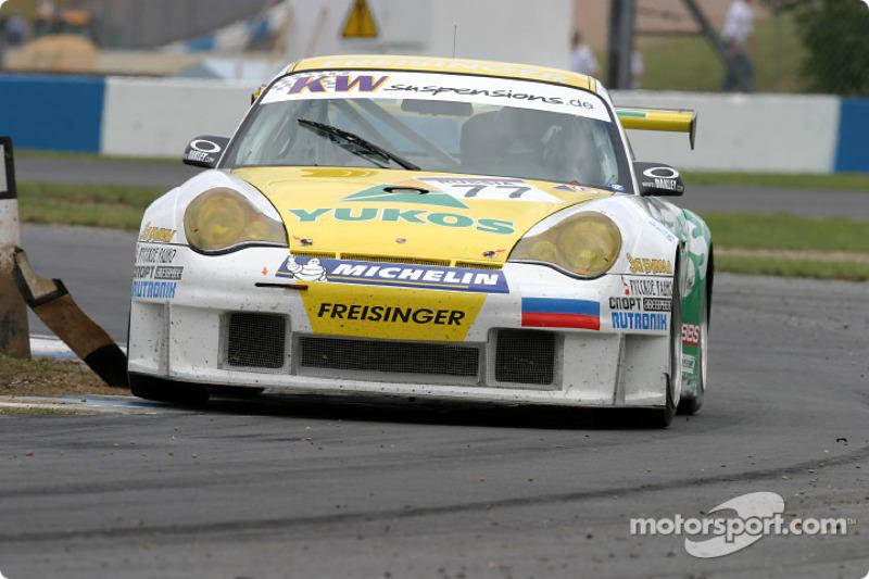 La Porsche 996 GT3 RS n°77 du Freisinger Yukos Motorsport (Alexei Vasiliev, Nikolai Fomenko)