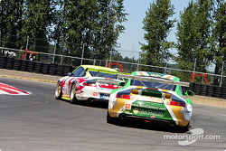 #31 White Lightning Racing Porsche 911 GT3 RSR: Michael Petersen, Craig Stanton, David Murry chased