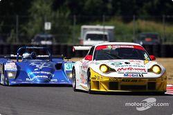 #23 Alex Job Racing Porsche 911 GT3 RSR: Timo Bernhard, Jorg Bergmeister and #30 Intersport Racing L