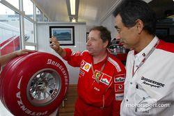Жан Тодт, Ferrari, и представитель Bridgestone на презентации шин Limited Edition Bridgestone Formula One