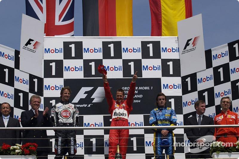 Podyum: Yarış galibi Michael Schumacher ve Jenson Button ve Fernando Alonso
