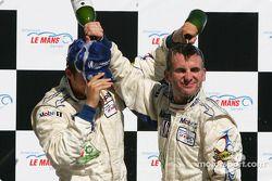 Podium GT : champagne pour les vainqueurs de classe Marc Lieb et Romain Dumas