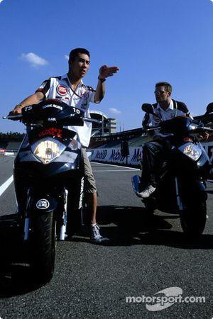 Anthony Davidson ve Takuma Sato ride their Honda bike around Hockenheim