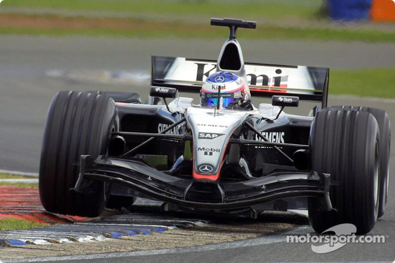 Впрочем, машина 2004 года получилась у британской команды не слишком удачной, и до Спа Кими всего раз смог отхлебнуть призового шампанского на подиуме