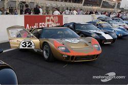 Grid4-32-GT40 on starting grid