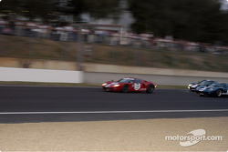 Grid4-GT40's into the Dunlop curves