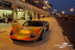 Grid4-32-GT40-Out of the race