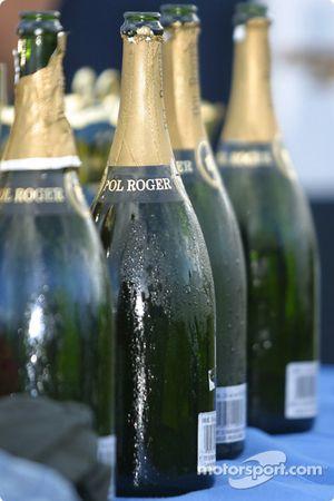 Le champagne est prêt sur le podium