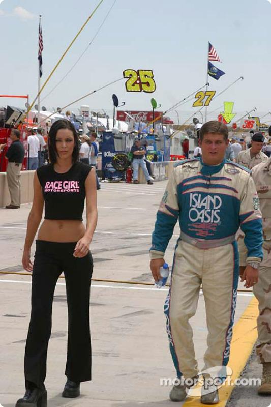 Gus Wasson et le sponsor de la Chevrolet n°10 RACEGIRL