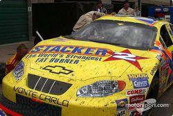 Inspection d'après-course pour la Chevrolet n°23 Stacker 2