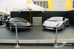Des Lamborghinis sont exposées