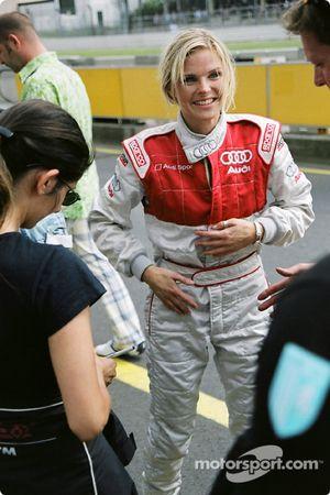 La chanteuse Ana Johnsson essaie l'Audi race taxi