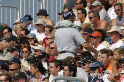 Les fans de Trois-Rivières regardent la course