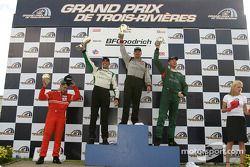 Podium : le vainqueur Paul Gentilozzi avec Tomy Drissi, Tommy Kendall et le vainqueur de la classe GT Garrett Kletjian