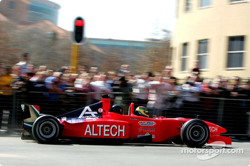 Minardi F1x2 in Johannesburg: Alan van der Merwe drives the Minardi F1x2 in Johannesburg