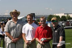 Les pilotes du Brickyard 400 au golf : Townsend Bell, Jeff Burton et des amis